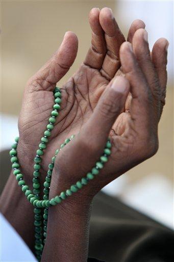 http://matgembul.files.wordpress.com/2010/03/islamic_prayer_beads1.jpg